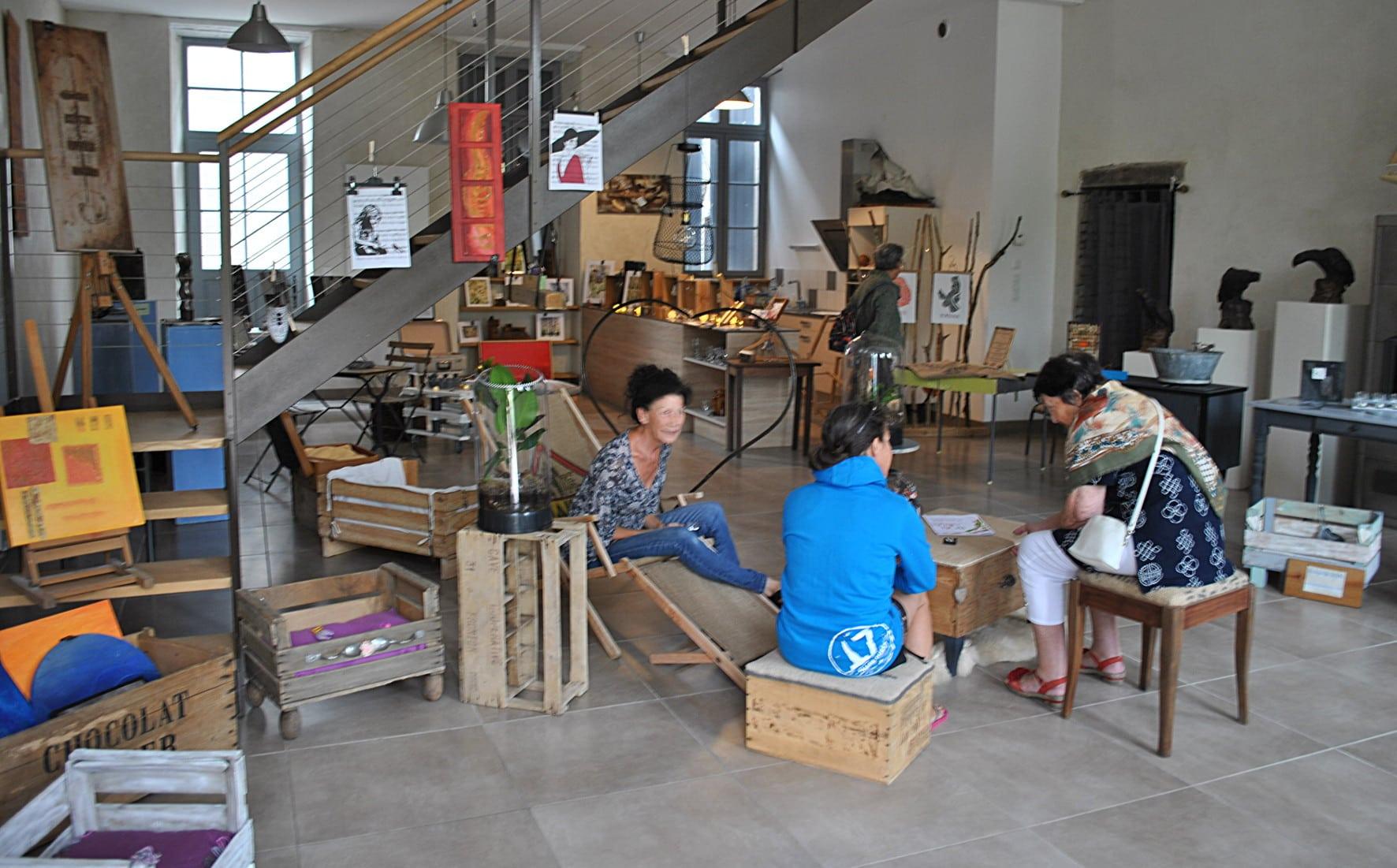 castelnau montratier la petite boutique ph m re de l. Black Bedroom Furniture Sets. Home Design Ideas