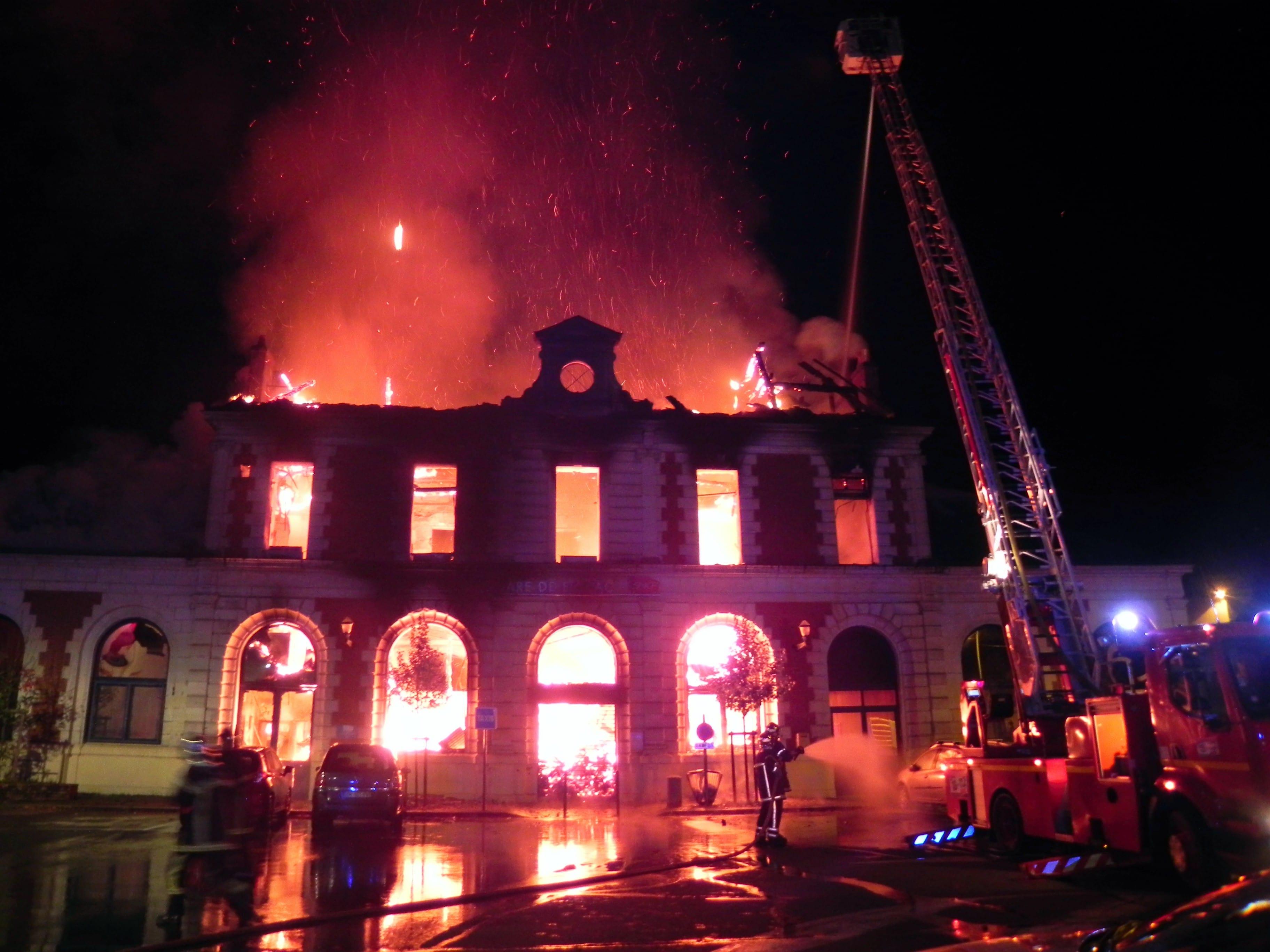 Incendie de la gare de Figeac : « Une catastrophe patrimoniale et  économique » – Medialot